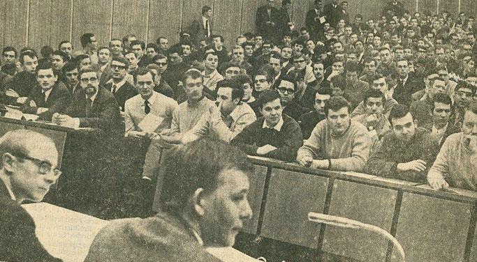 AStA-Vollversammlung an der Ingenieurschule für Maschinenwesen. Ausschnitt aus der Rheinischen Post vom 23. März 1968 (Stadtarchiv Krefeld).