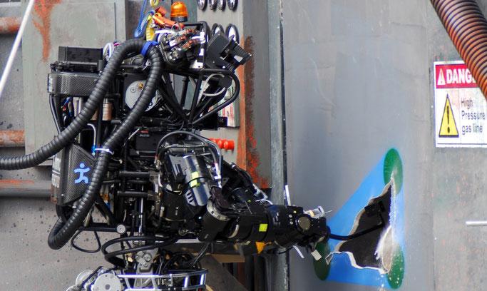 Der Roboter Atlas-Ian beim den DARPA Robotics Challenge Trials 2013. Foto: DOD.