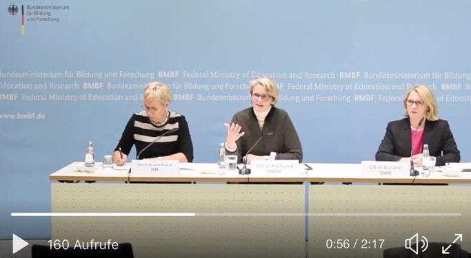Screenshot von der Pressekonferenz. Quelle: BMBF/Twitter.