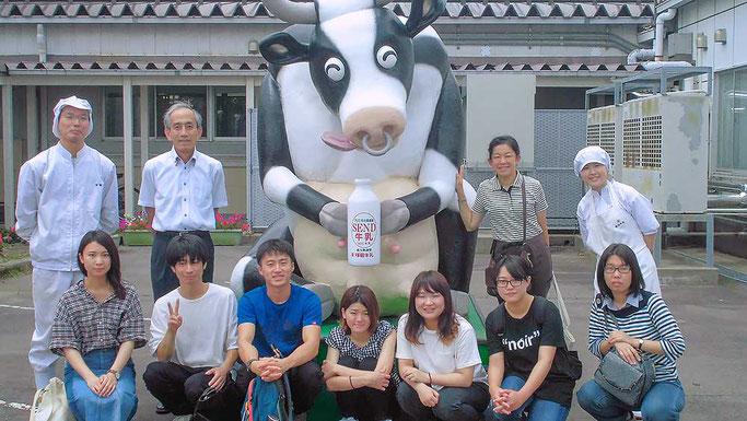 新潟大学の学生達との集合写真