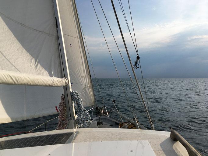 Steuerbord zieht ein Unwetter über das Festland