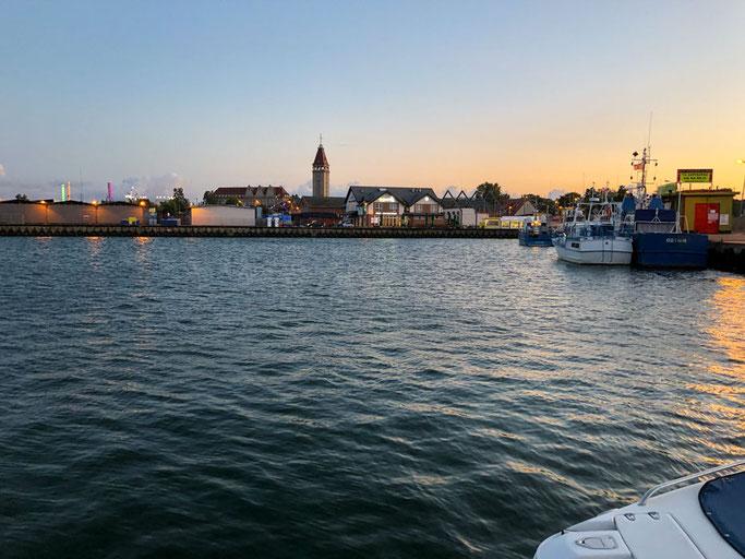 Wladyslawowo, Blick über den Hafen zur Stadt