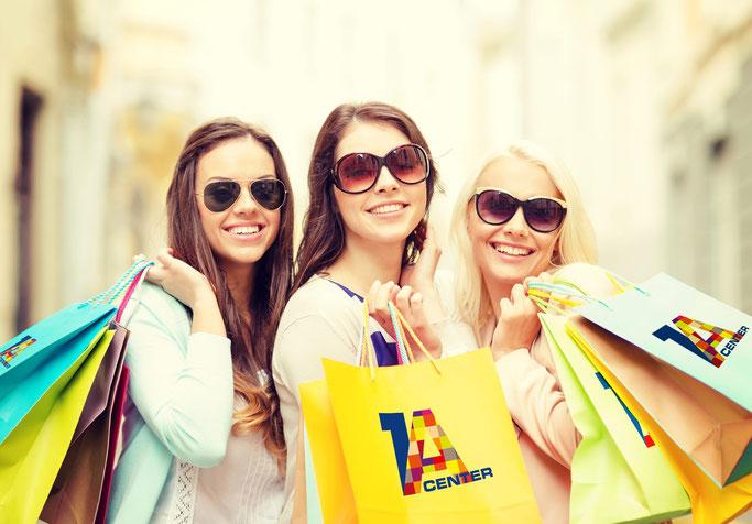 Frauen beim shoppen mit 1a-Center Tüten
