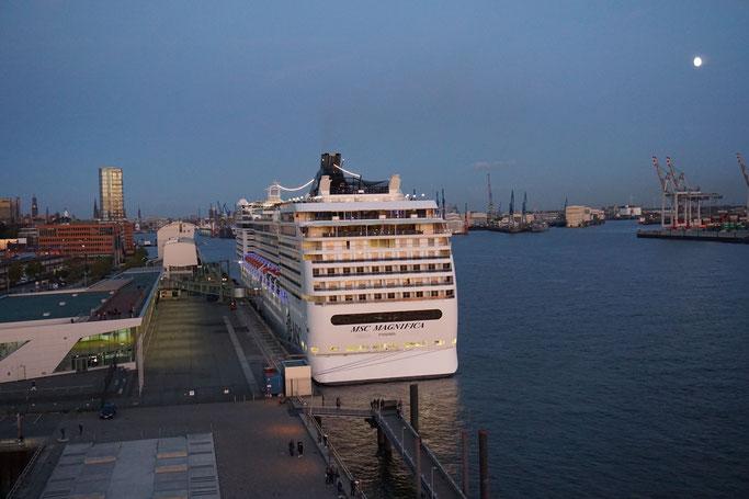 MSC Magnifica am Cruise Center Altona in Hamburg © www.cruise-paper.de
