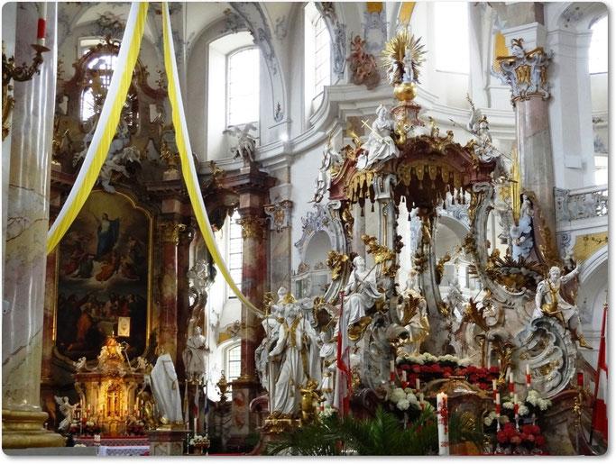 Hochaltar und Gnadenaltar in der Basilika Vierzehnheiligen