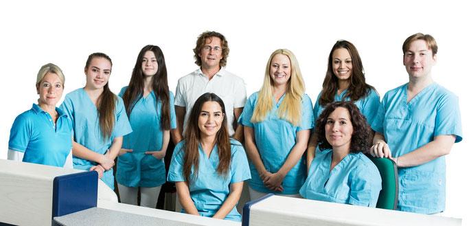 Praxisteam der orthopädischen Praxis Dr. Ullmann und Beate Heuwinkel. Spezialisten in München für Fußchirurgie, Knie, Schulter, Wirbelsäulenbehandlung und Sportmedizin
