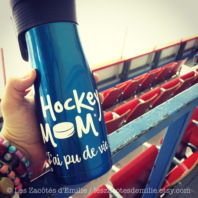 Cliquez sur la photo pour voir le décalque Hockey Mom en boutique!