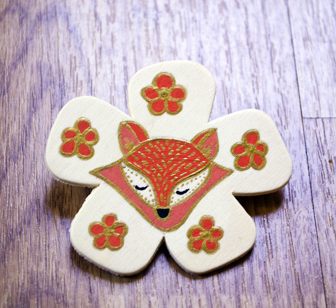 Fox brooch in the form of a flower