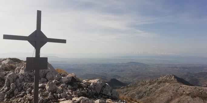 Pico La Mágina (2.167m). Sierra nevada al fondo.