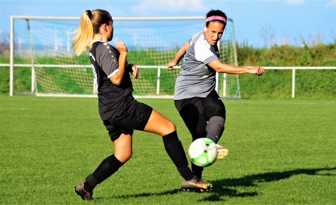 Katica Choukeir (rechts) bezwang mit der FSG Ebsdorfergrund den FC Weimar/Lahn II mit 1:0