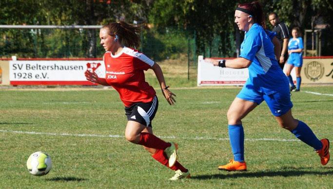 Konnte die FSG mit ihrem Tor vor der drohenden Niederlage bewahren: Elisa Schubert (li. am Ball)