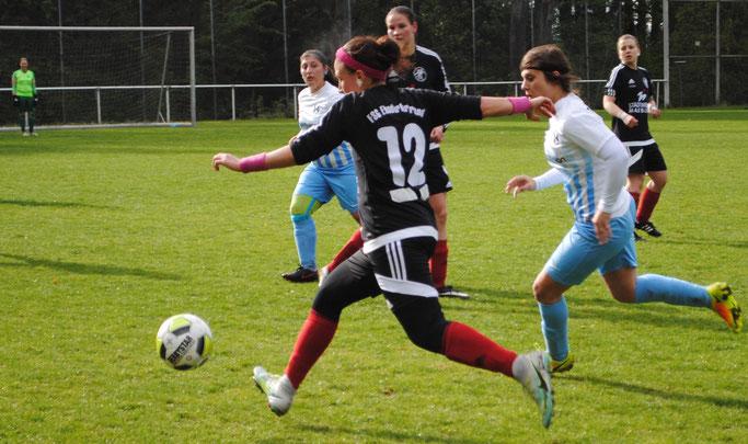 Katica Choukeir (am Ball, Archivfoto) trug mit einem schönen Heber über die gegnerische Torfrau zum 11:0-Sieg der FSG gegen den TSV Bicken II bei