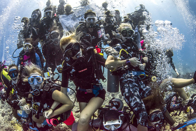 girls that scuba dive community largest in the world