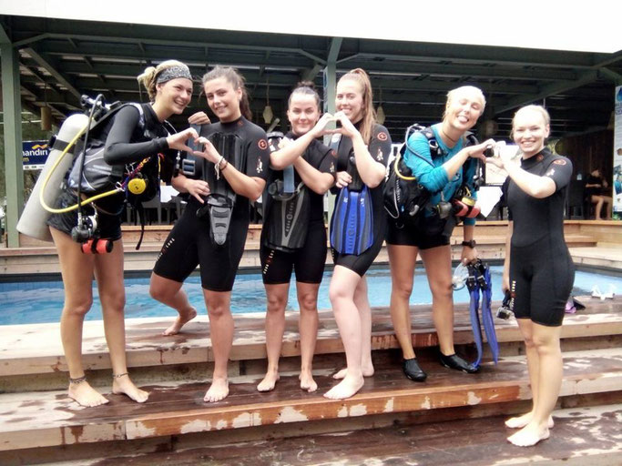 scuba diving girls