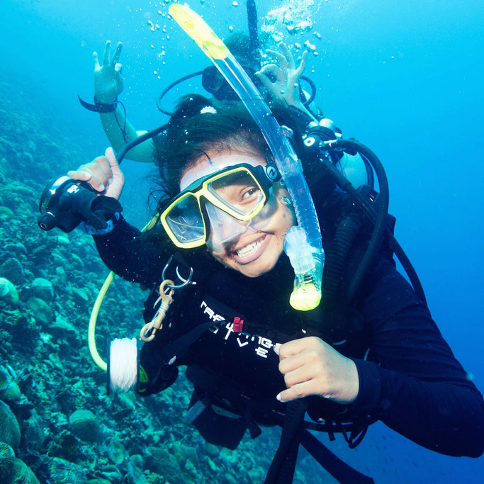 Female scuba stars scuba diving website for women for Dive system tech fin