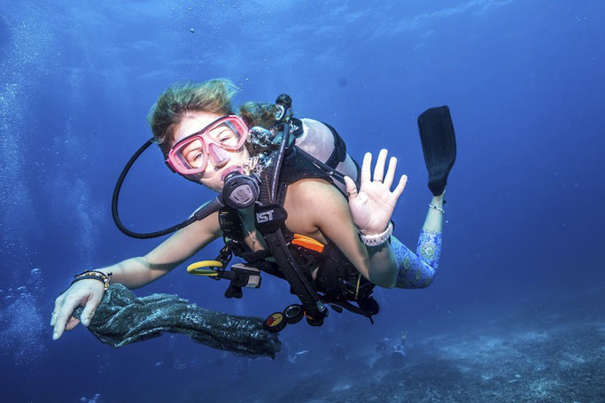 girls-that-scuba.jpg