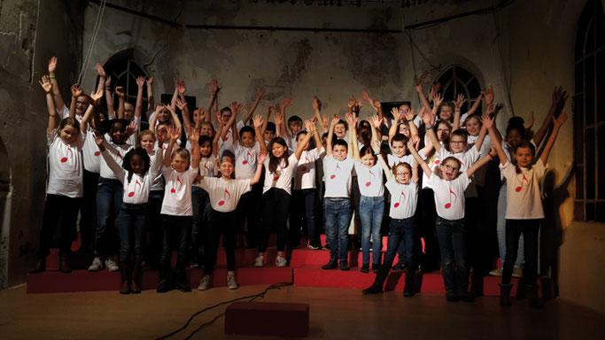 Chorale de Profondsart 2019-2020 -  44 enfants sur scène à la chapelle de Profondsart