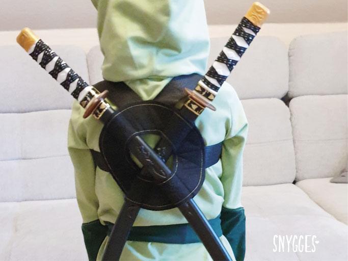 Ninjago Kostüm nähen Lloyd grüner Ninja Doppelschwert