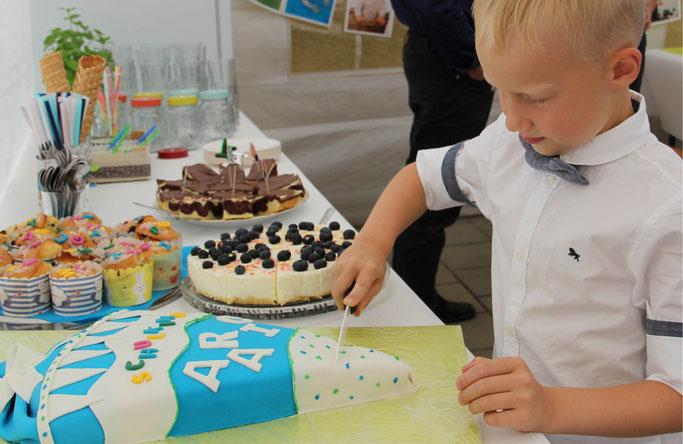 SNYGGES - Schulanfang Torte backen und Schultüte nähen