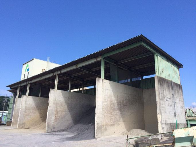 ライン生コン(株)関工場 骨材ストックヤード 川砂利 川砂 砕石 砕砂