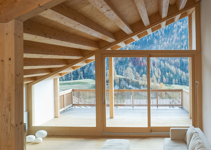Salzgeber Holzbau S-chanf | Salzgeber Marangun S-chanf | Holzbau | Marangun | Balkon | Holzbalkon | Innenraum