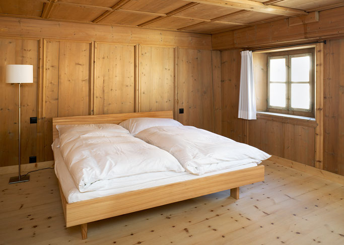 Salzgeber Holzbau S-chanf   Salzgeber Marangun S-chanf   Holzbau   Marangun   Innenausbau   Möbel   Holzmöbel   Holzbett