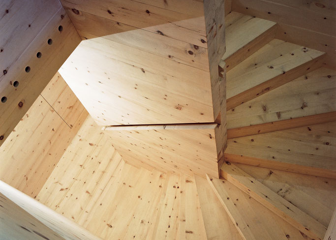 Salzgeber Holzbau S-chanf | Salzgeber Marangun S-chanf | Holzbau | Marangun | Treppe | Holztreppe | Innenraum | Innenausbau