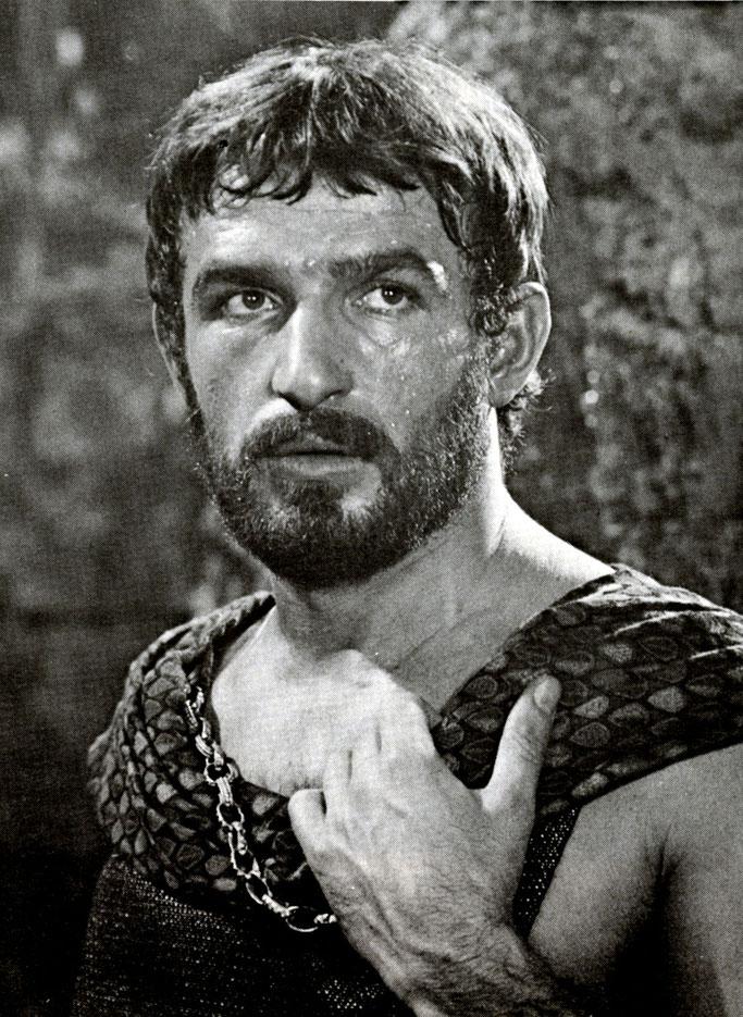 Bekim Fehmiu në rolin e Uliksit gjatë xhirimeve të Odisesë (1968)
