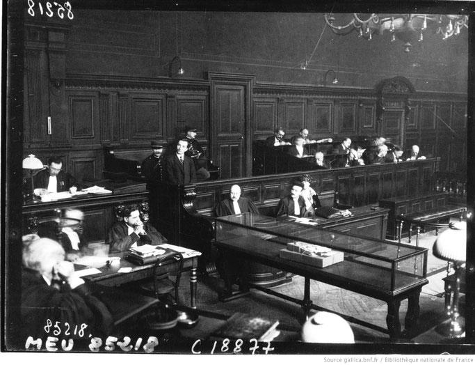 Burimi : Cour d'assises : meurtrier d'Essad Pacha, Avni Rustem : [photographie de presse] / © Agence Meurisse  - gallica.bnf.fr / Bibliothèque nationale de France