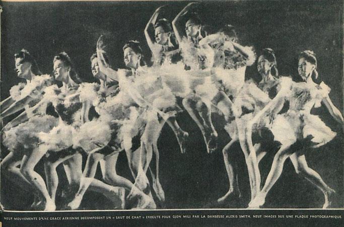 """Nëntë lëvizje në ajër të """"kërcimit të maces"""" të kryera për Gjon Milin nga balerina Alexis Smith, nëntë imazhe në një pllakë fotografike. – Burimi : gallica.bnf.fr / Bibliothèque nationale de France"""