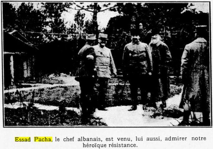 Esat Pasha me ushtarët francezë në frontin e luftës (Le Monde illustré, 17 qershor 1916, f.7) – Burimi : gallica.bnf.fr / Bibliothèque nationale de France