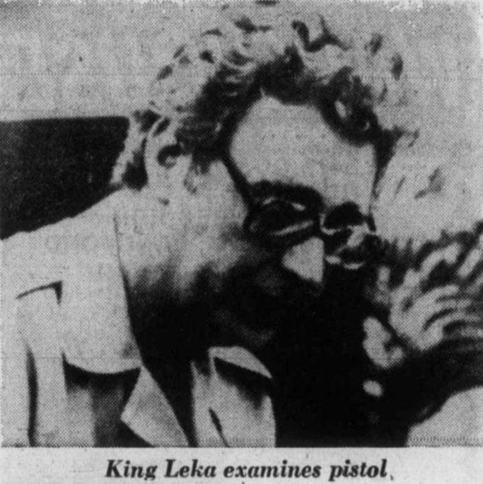 Burimi : The Daily Colonist, 3 prill 1977, f.44
