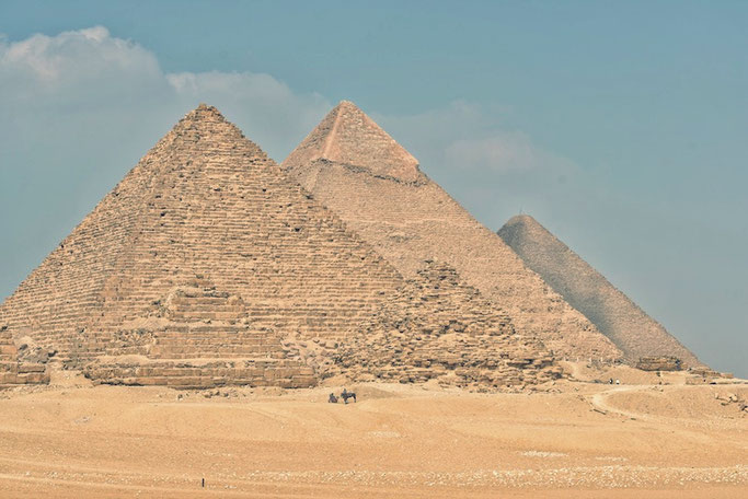 There are no tourists left at the pyramids