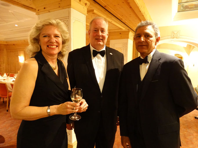 HM Ambassador David Moran (c) with his wife Carol (l) and Aamir bin Jung (r) at the black-tie gala dinner (COI, 2017)