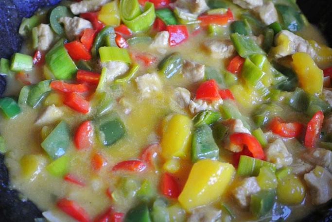 Geschnetzeltes exotisch mit Pute oder Tofu und Früchten