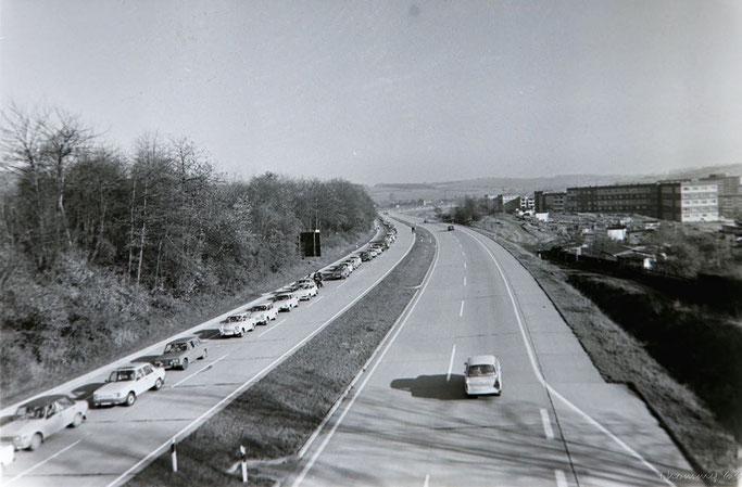 """Autobahn bei Eisenach, 1989 nach der Grenzöffnung. Gefunden Bei Facebook in der Gruppe """"Bilder aus Eisenach"""""""