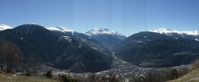 Panorama über Visp ins Mattertal