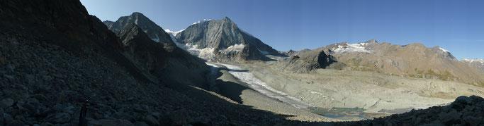 Panorama vom Fuss des Col de Riedmatten über die kümmerliche Reste des Glacier de Cheilon zum Mont Blanc de Cheilon