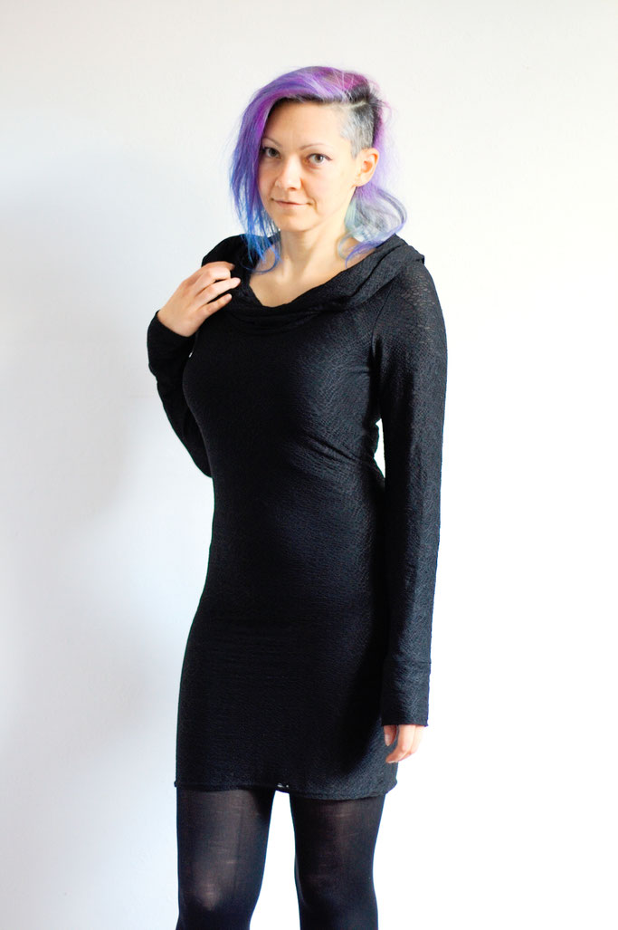 Handmade in Yorkshire oder Black Rose Bazaar Haul - Twisted Bee Spider Mesh Cowl Dress - Zebraspider DIY Anti-Fashion Blog