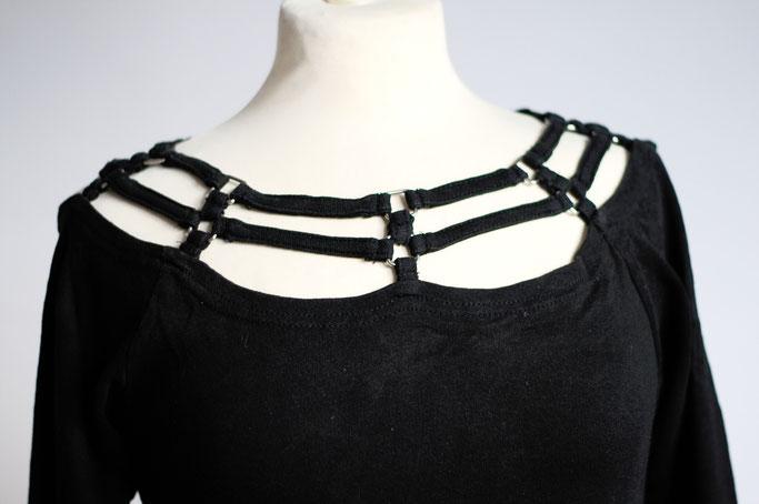 Flohmarkt: Oberteile - Gothic 3/4 Arm Shirt mit Bänder Ausschnitt - Zebraspider DIY Anti-Fashion Blog