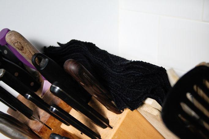 Küchenrolle aus Waffelstoff - waschbare Zewas in schwarz - Zebraspider DIY Anti-Fashion Blog
