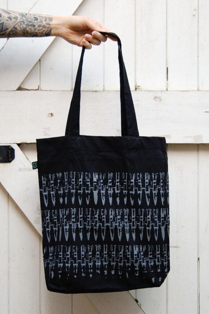Neuigkeiten von der Kollektion und mehr! - Patronentasche grau - Zebraspider DIY Anti-Fashion Blog