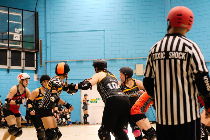 Yorkshire Roller Derby - Grim Reavers vs. Deathrow Hull - Zebraspider DIY Anti-Fashion Blog