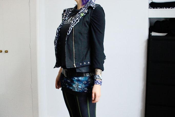 Ausgehoutfits im Winter - Minirock, Netzstrumpfhose und Armbänder - Zebraspider DIY Anti-Fashion Blog