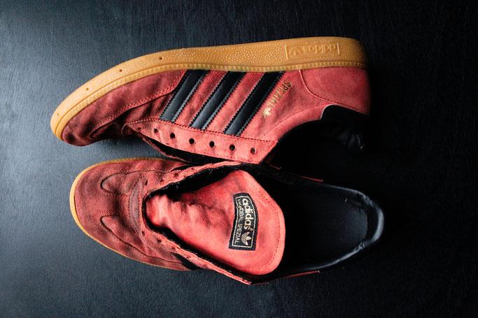 Besser in schwarz - Schuhe färben - rote Spezial vorher - Zebraspider DIY Anti-Fashion Blog