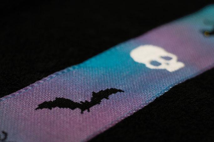 Halloween Wichteln - Geschenke Teil 2 - Kreuzstich Fledermaus + Skull - Zebraspider DIY Anti-Fashion Blog