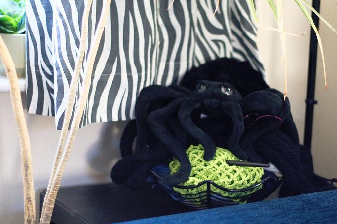 Needlework in progress - spiderweb project basket and plush spider - Zebraspider DIY Anti-Fashion Blog