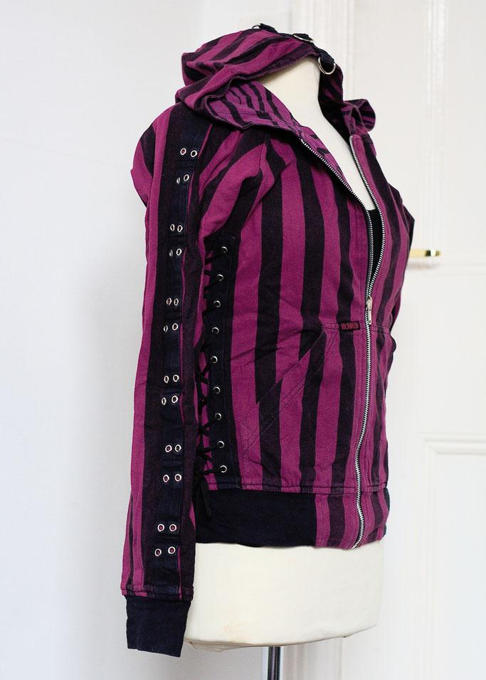 Flohmarkt: Pullis und Jacken - Poizen Industries Wendejacke lila Streifen- Zebraspider DIY Anti-Fashion Blog