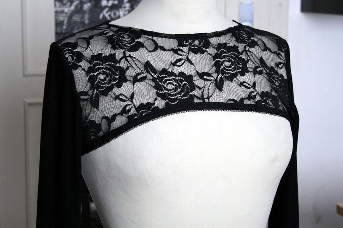 Nähen ist wie zaubern können - Auftrag Shrug mit Spitze - Zebraspider DIY Anti-Fashion Blog