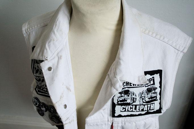 Die nicht mehr ganz so weiße Weste - ist dazu noch dreckig - Zebraspider DIY Anti-Fashion Blog